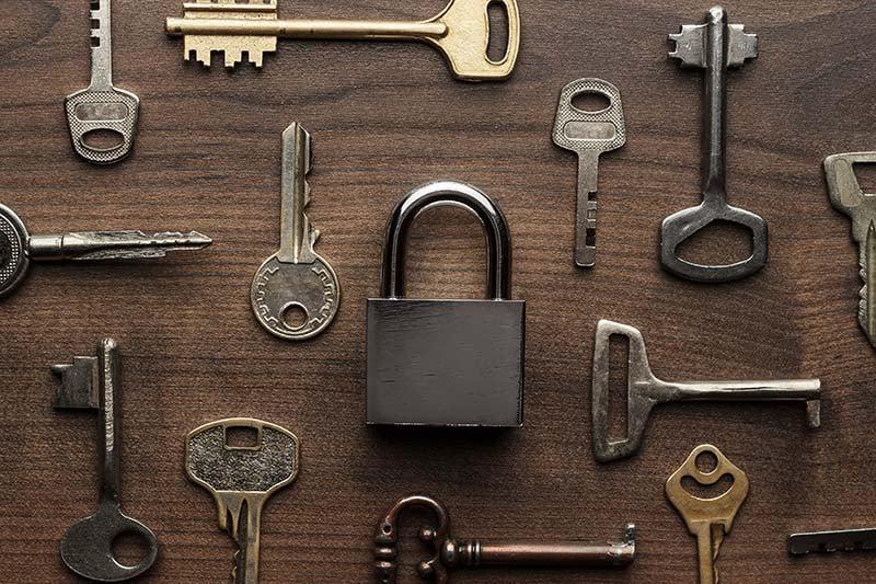 lock-and-keys-on-table